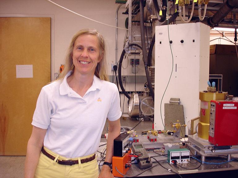 Laboratorinės astrofizikos apdovanojimas skirtas Arizonos universiteto profesorei Lucy Ziurys!